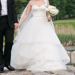Paloma Blanca Wedding Gown 4555x